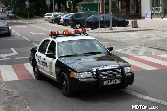 Ford Crown Victoria –