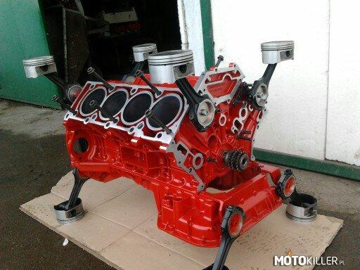 Stolik Z Silnika Merca 50l V8 S Klasa