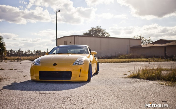 Nissan 350Z – Blue and yellow