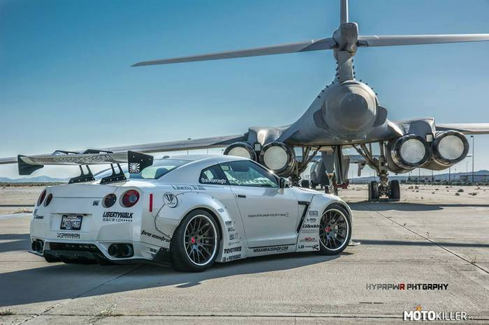 LibertyWalk GT-R –