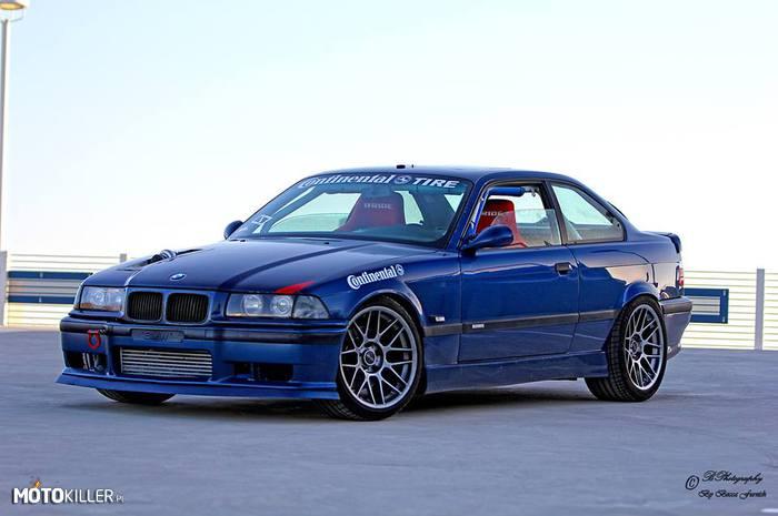 Niebieska E36
