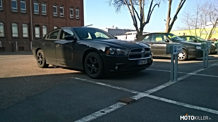 Dodge Charger – Parking pod Isodrathem.