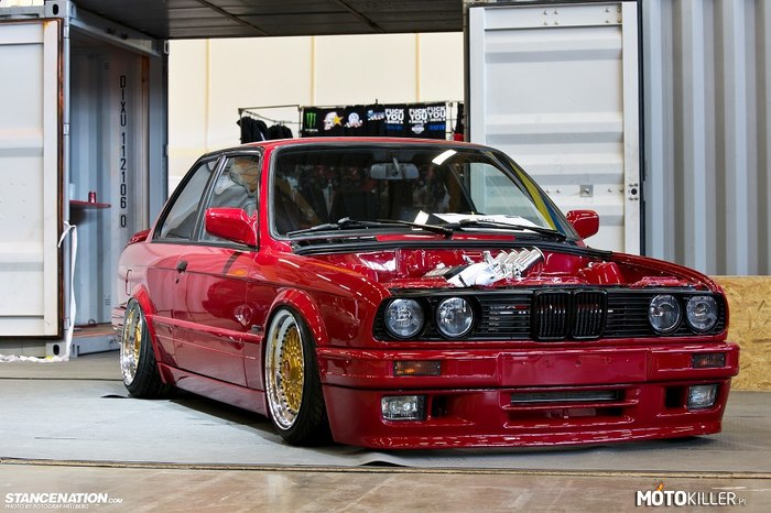 BMW E30 Coupe –