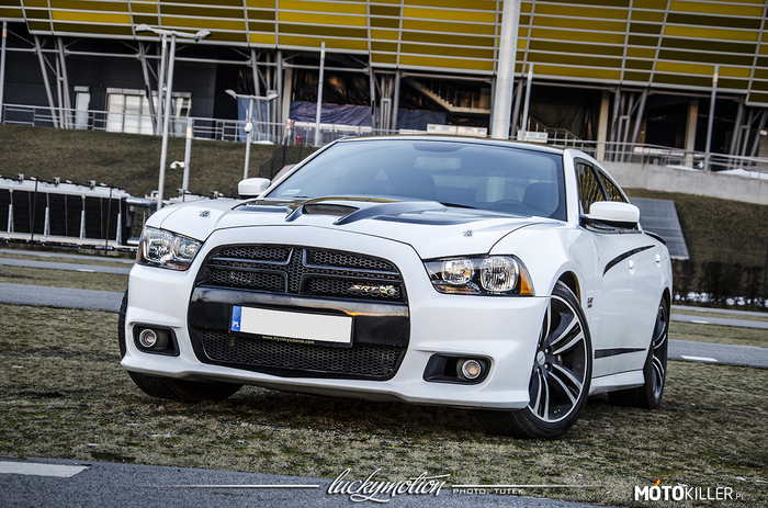 Dodge Charger SRT –