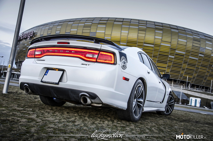 Dodge Charger SRT Super Bee –