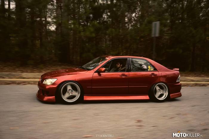 Lexus IS300 –