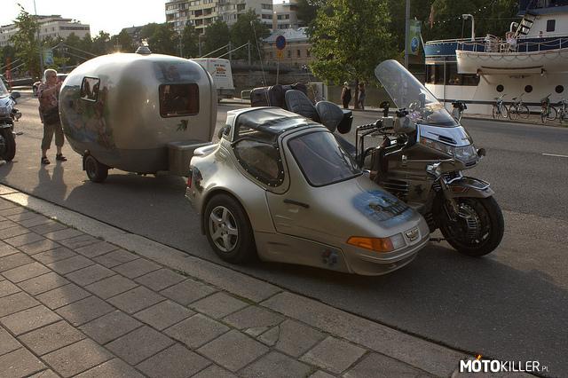 Honda Goldwing Z Wózkiem Bocznym I Przyczepą Campingową