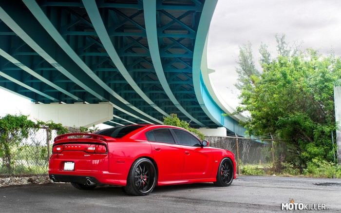 Dodge Charger SRT8 –