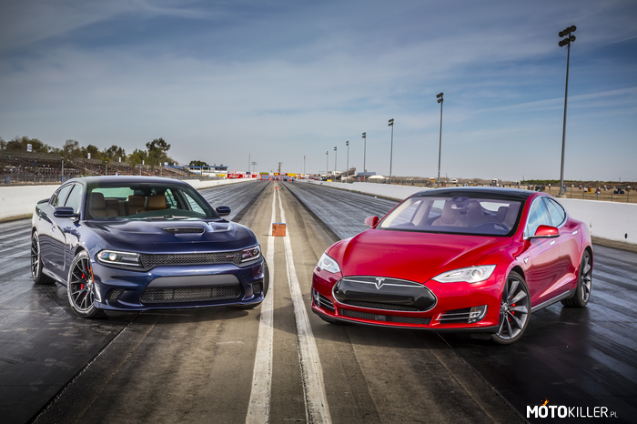 Dodge Charger SRT Hellcat 2015 vs. Tesla Model S –