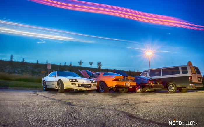 Dream team – x2 Camaro, Supra i... GMC!