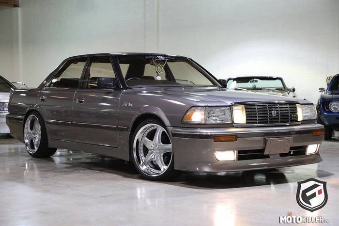 Toyota Crown –