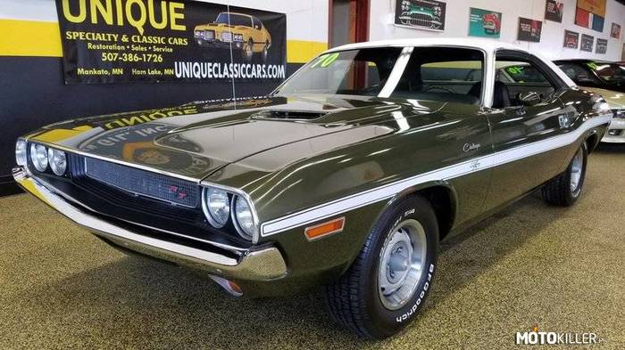 Dodge Challenger RT –