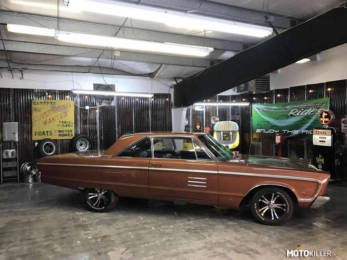 Plymouth Sport Fury –