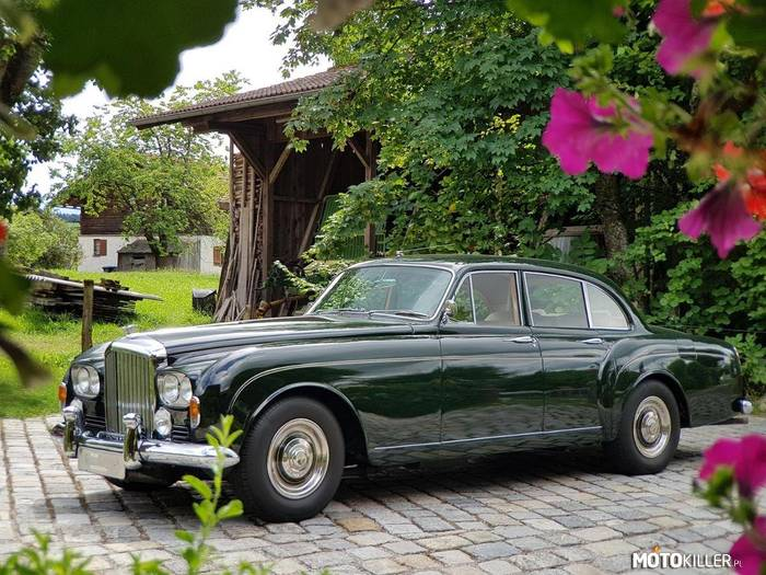 Bentley S3 Continental Flying Spur –