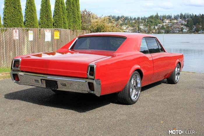 Oldsmobile Cutlass Supreme –