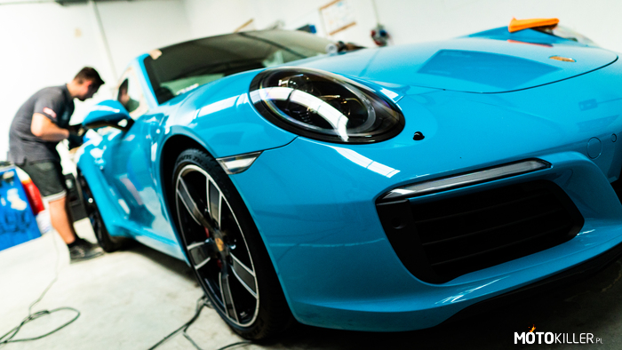 Porsche 911 Carrera S Miami Blue –